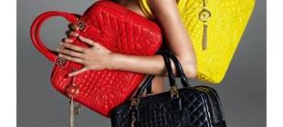 A top britânica Kate Moss aparece morena e nua em nova campanha da Versace