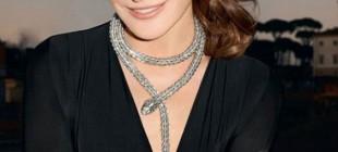 Carla Bruni estreia a campanha de joias da Bulgari